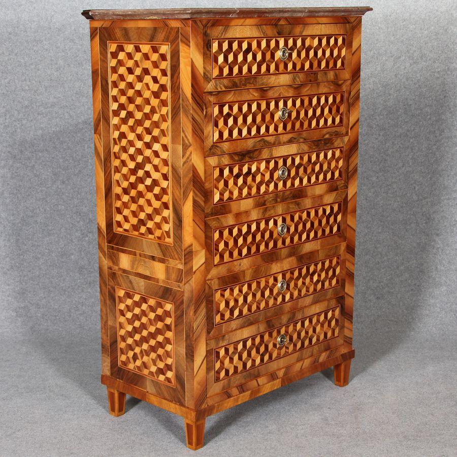 louis seize herren kommode mit w rfel marketerie um 1800 ist frisch restauriert. Black Bedroom Furniture Sets. Home Design Ideas