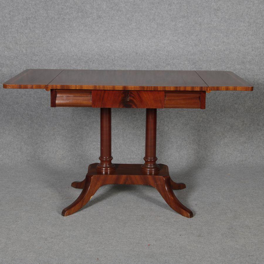 Antiker tisch tische barocktisch biedermeiertisch for Wohnzimmertisch esstisch